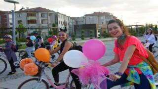 Elazığda Süslü Kadınlar Otomobilsiz Kentler Günü için pedal çevirdi