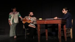Engellilerin tiyatro oyunu hem eğlendirdi hem düşündürdü
