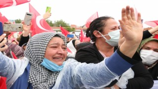 Erdoğanı gören vatandaş gözyaşları