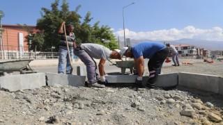 Erzincanda yol ve kaldırım çalışmaları devam ediyor