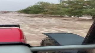 Karamanda dağdan inen sel suları köyü dereye çevirdi