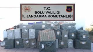 Kargo aracında binlerce kaçak sigara ve sigara kağıdı yakalandı