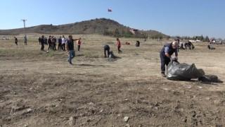 Kırıkkalede çevreci gençler tonlarca çöp topladı