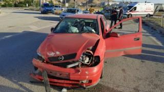 Kırıkkalede iki otomobil kafa kafaya çarpıştı: 5 yaralı