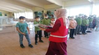 Kızılaydan öğrencilere okul hediyesi