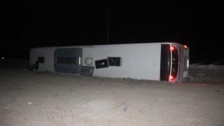 Konyada yolcu otobüsü devrildi: 14 yaralı