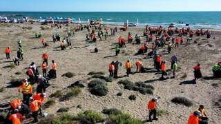 Mersin sahillerinde temizlik çalışması yapıldı