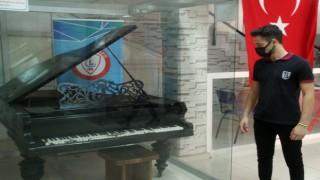 (Özel) Atatürke hediye edilen piyanoya, Erzincan Lisesi ev sahipliği yapıyor