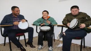 Özel eğitimli çocuklar müzik ile terapi oluyor
