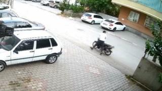Park halindeki motosikleti çalan şahıslar yakalandı