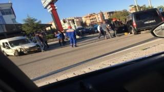 Polatlıda iki ticari araç kafa kafaya çarpıştı: 4 yaralı