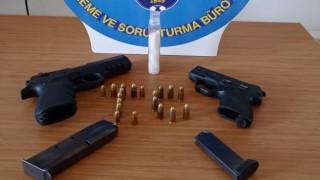 Polisin takibe aldığı şüphelilerden uyuşturucu ve silah çıktı