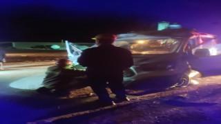 Sürücüsünün uyukladığı minibüs bariyerlere çarptı: 7 yaralı