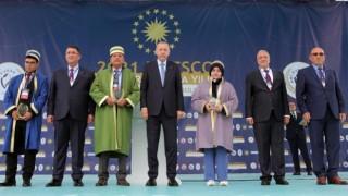 Türkiyede 2021 yılının çırağı seçilen Trabzonlu Yaprak ödülünü Erdoğanın elinden aldı