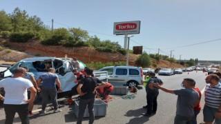 Üç aracın karıştığı kaza sonrası kilometrelerce kuyruk oluştu