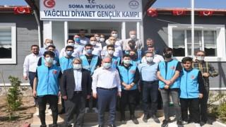 Vali Karadeniz, Diyanet Gençlik Kampında gençlerle buluştu