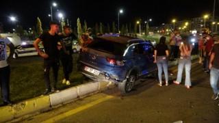 Yaya çarpmamak için yavaşladı, arkadan araç çarpınca yayaların üzerine uçtu: 3 yaralı