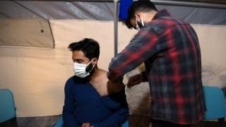 Yüksekovada sağlıkçılar gece gündüz aşı yapıyor