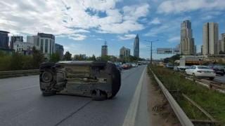 Ataşehirde 3 aracın karıştığı zincirleme kazada 2 yaralı